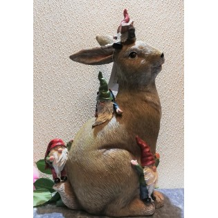 Big Rabbit avec des gnomes.
